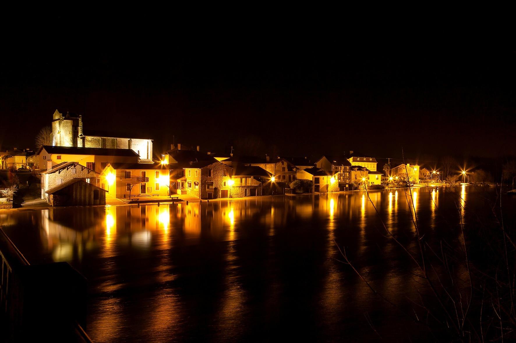 Saubusse by night