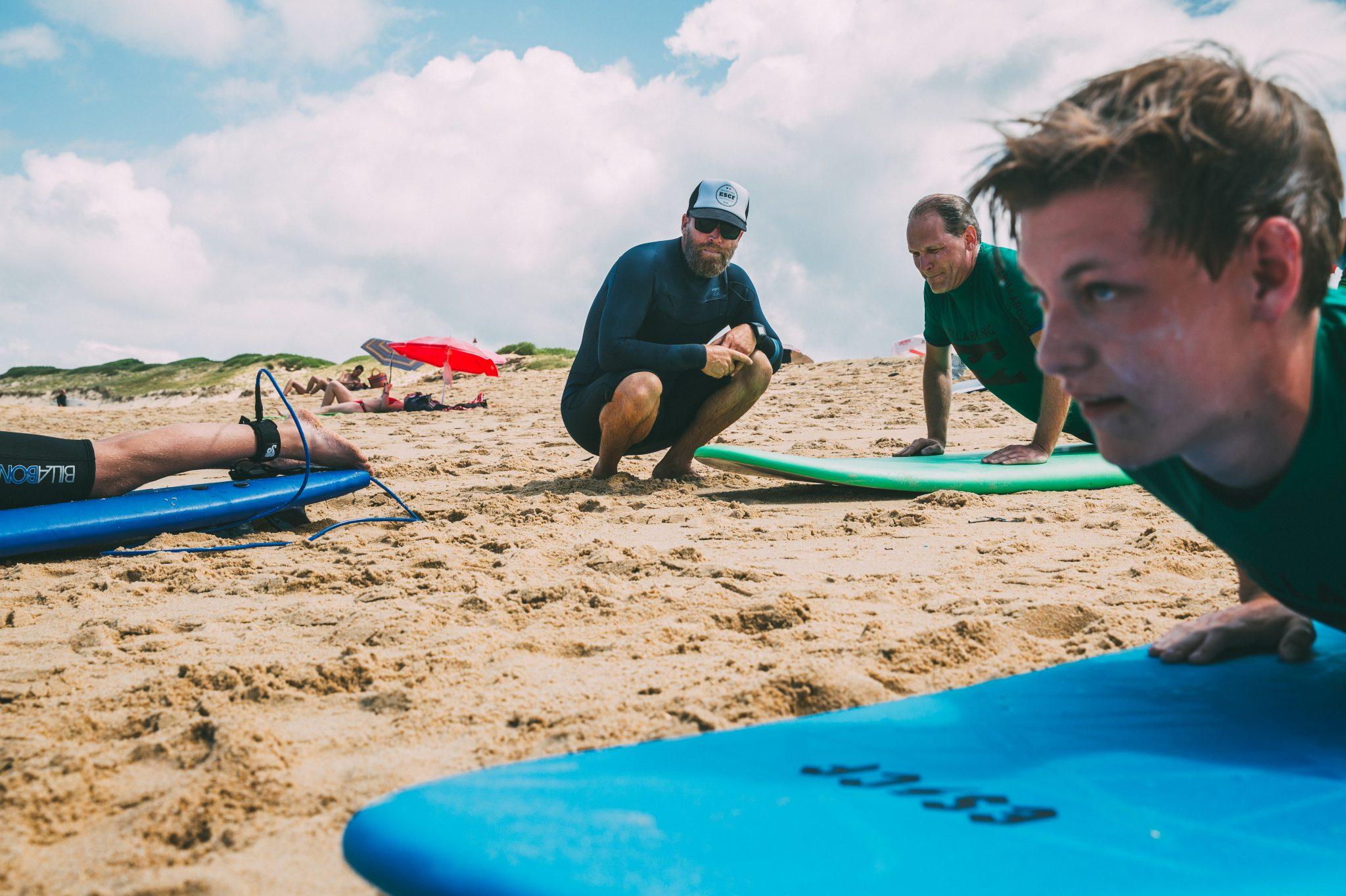 Cours-de-surf-sur-la-plage-landes
